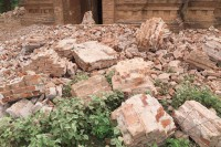 Rubble lies strewn around a temple in Bagan in the aftermath of a strong earthquake that struck Burma on 24 August 2016. (Photo: DVB)