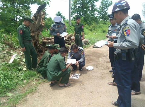 Police and soldiers inspect the site of explosion that went off near the Karen State capital of Hpa-an on the morning of 24 August 2016. (Photo: MOI)