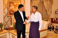 Song Tao, a senior Communist Party of China official, shakes hands with Burma's former dictator Than Shwe in Naypyidaw on 11 August 2016. (Photo: Chinese state media)