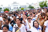 Hundreds of supporters of the peace process turned out at Maha Bandoola Park in central Rangoon on 28 August 2016, ahead of this week's 21st Century Panglong Conference due to begin in Naypyidaw on 31 August . (PHOTO: DVB)