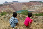 Children overlook the Chinese-backed Letpadaung mine in northern Burma's Sagaing Division. (Photo: Carlos Sardiña Galache / DVB)