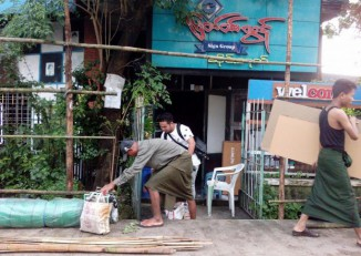 Shop owners in Rangoon's Mayangone Township are forced to move out of their premises, 13 August 2016. (PHOTO: DVB)