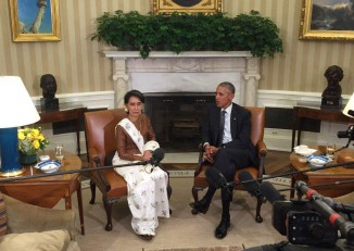 State Counsellor Aung San Suu Kyi and US President Barack Obama speak at the White House on 14 September 2016. (Photo: State Counsellor's Office / Facebook)