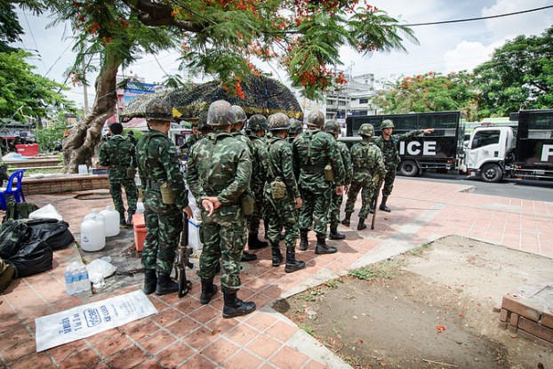 File photo of Thai soldiers taking up position near Chang Phueak Gate in the northern city of Chiang Mai soon after the military seized power in May 2014. (Photo: Takeaway / Wikimedia)