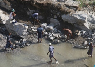 Prisoners working at the Zinkyeit rock quarry, run by the prison department in Paung Township in Mon State. (Photo: Swe Win / Myanmar Now)