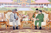 State media picture of Arakan Commission chairman Kof Annan (left) meeting with Burma's Commander-in-Chief Snr-Gen Min Aung Hlaing on 8 September 2016.