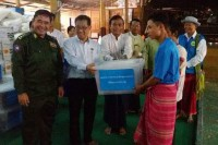 Representatives of the Social Welfare, Relief and Resettlement Ministry deliver aid to IDPs in Myainggyingu. (PHOTO: DVB)