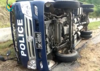 A prison bus overturned on a Pegu highway on 7 September 2016, leaving one inmate dead and several injured. (Photo: DVB)
