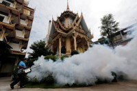 A city worker fumigates the area to control the spread of mosquitoes at a temple in Bangkok, Thailand on 14 September 2016. (Photo: Chaiwat Subprasom / Reuters)