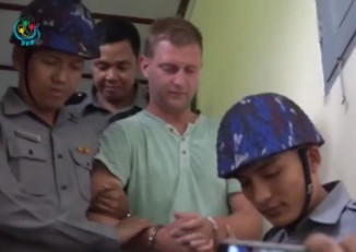 """Dutch tourist Klaas Haijtema is escorted from a Mandalay  court on 6 October 2016 after being sentenced to three months in prison for """"disturbing a religious assembly"""". (Photo: DVB)"""