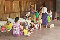 Shan refugees shelter in Mai Kai  on 2 October 2016 after clashes between Burmese forces and Shan State Army-South troops forced them to flee. (PHOTO: supplied to DVB by Sai Kyaw)