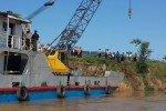 A crane has been dispatched to try to locate the wreck of the sunken ferry boat on the Chindwin River, 16 October 2016. (PHOTO: DVB)