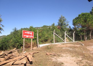 A sign warns against trespassing on an area confiscated by the Burmese army in Thandaunggyi, in northern Karen State's Taungoo District.  (Photo: KHRG)