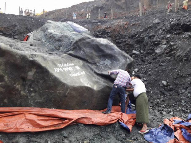 A massive slab of jade – said to weigh 210 tons, which would make it the largest piece ever found in Burma – was unearthed from the Hpakant jade mines in Kachin State on 12 October 2016. (PHOTO: DVB)