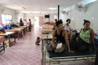 A pregnant woman from Burma waits with her husband at the Mae Tao Clinic in Mae Sot, Thailand. A new programme aims to increase awareness of the nutritional needs of mothers and their children during the earliest stages of development. (Photo: Libby Hogan / DVB)