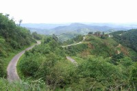 The winding road to Thandaung Gyi. (photo courtesy of Late For Nowhere blog: https://latefornowhere.wordpress.com/)
