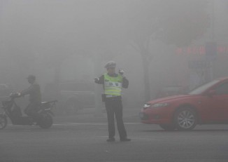 File photo showing air pollution in the Chinese industrial city of Ningbo. (Photo: Wikimedia)