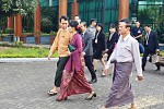 State Counsellor Aung San Suu Kyi arrives at Rangoon International Airport to depart for a five-day trip to Japan on 1 November 2016. (Photo: MOI)