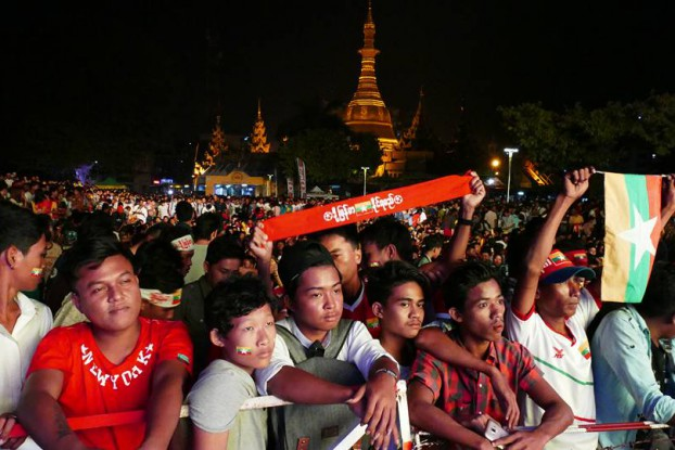 Burma football fans packed downtown Rangoon on Thursday night to watch a screening of the AFF Suzuki Cup semifinal second leg against Thailand but left disappointed after their side went down 4-0. (Photo: DVB)