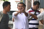 Eleven Media chief editor Wai Phyo points at reporters as he is escorted into a courthouse in police custody on 11 November 2016. (Photo: DVB)