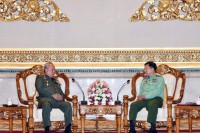 Senior General Min Aung Hlaing, right, meets General Zulkifeli Mohd Zin in Naypyidaw yesterday. (Photo: Facebook / Senior General Min Aung Hlaing)