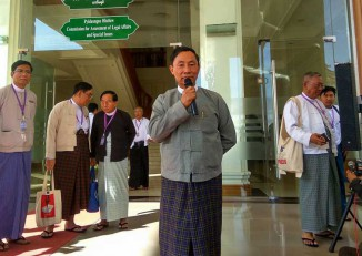 "Commission chair ""Thura"" Shwe Mann addresses reporters after his meeting with Myanmar Press Council on 28 December 2016. (PHOTO: DVB)"