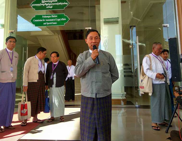 """Commission chair """"Thura"""" Shwe Mann addresses reporters after his meeting with Myanmar Press Council on 28 December 2016. (PHOTO: DVB)"""