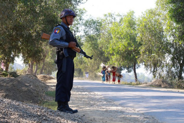An armed Burmese police officer is posted on the road during the arrival of the UN special rapporteur on Burma, Yanghee Lee, in Buthidaung to visit areas of northern Arakan State on 14 January 2017. (Photo: AFP)