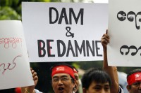 Burmese living in Malaysia display placards in protest against the Myitsone dam, outside Burma's embassy in Kuala Lumpur on 22 September 2011. (Photo: Reuters)