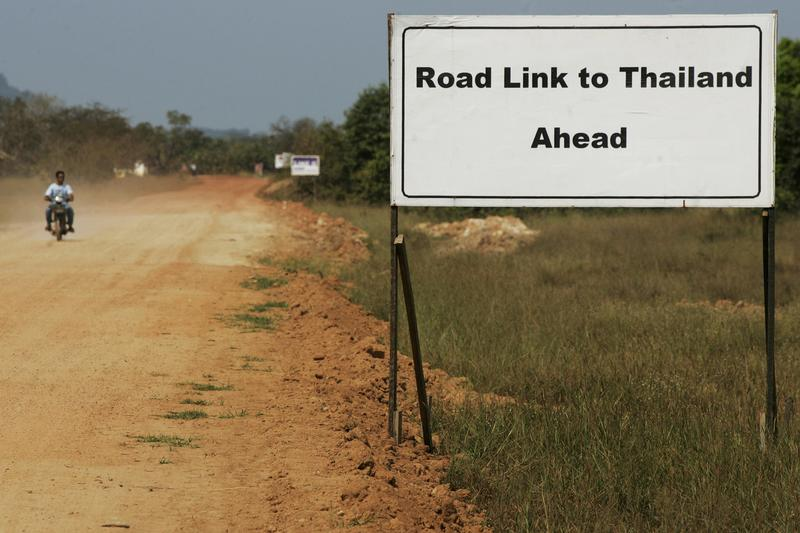 A sign showing the road leading to Thailand is seen near Dawei in southern Burma, close the site of the Thai-backed special economic zone and deep-sea port, on 19 November 2011. (Photo: Reuters)