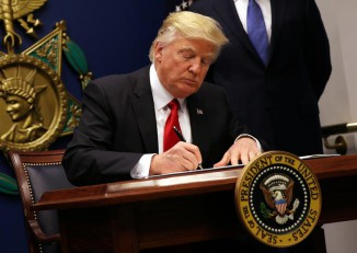 US President Donald Trump signs an executive order to impose tighter vetting of travelers entering the United States, at the Pentagon in Washington on 27 January 2017. (Photo: Reuters)