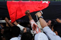 Supporters carry the coffin of Ko Ni, a prominent member of Burma's Muslim minority and legal adviser for the ruling National League for Democracy, after he was shot dead, in Rangoon on 30 January 2017. (Photo: Reuters)