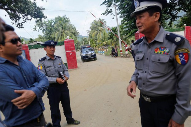 Policemen stand in front of the border guard headquarters at Kyee Kan Pyin village outside Maungdaw Township, Arakan State, on 26 October 2016. (Photo: Reuters)