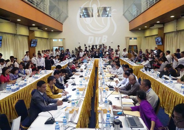 Burmese government representatives and ethnic leaders sit for talks at Myanmar Peace Centre in Rangoon in August 2014. (PHOTO: DVB)