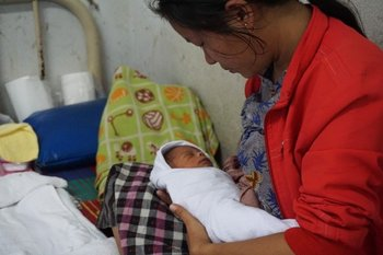 Burmese mother and newborn baby. (PHOTO: Wenying Seah/ DVB)